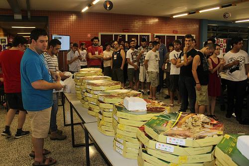 16-pizza-12127054464_ded543766e
